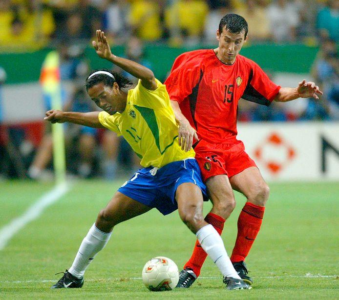Jacky Peeters op een archiefbeeld uit 2002, toen hij op het WK Brazilië en Ronaldinho tegenkwam.