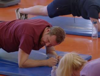 Axel smijt zich in de fitness in een nieuwe aflevering van 'Axel Gaat Binnen'
