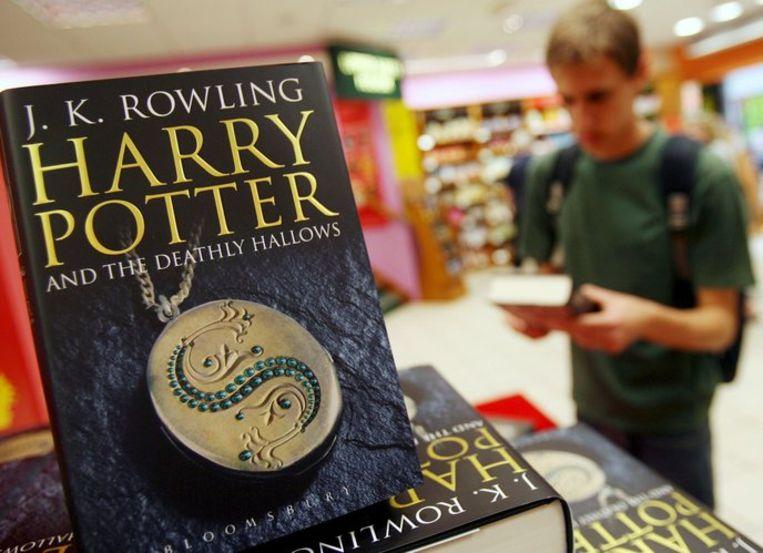 Het zevende boek van J.K.Rowling, de Relieken van de dood, wordt in twee delen verfilmd. Foto EPA/Andy Rain Beeld