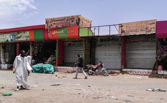 """Lege straten en winkels tijdens de derde dag van de """"burgerlijke ongehoorzaamheid""""."""