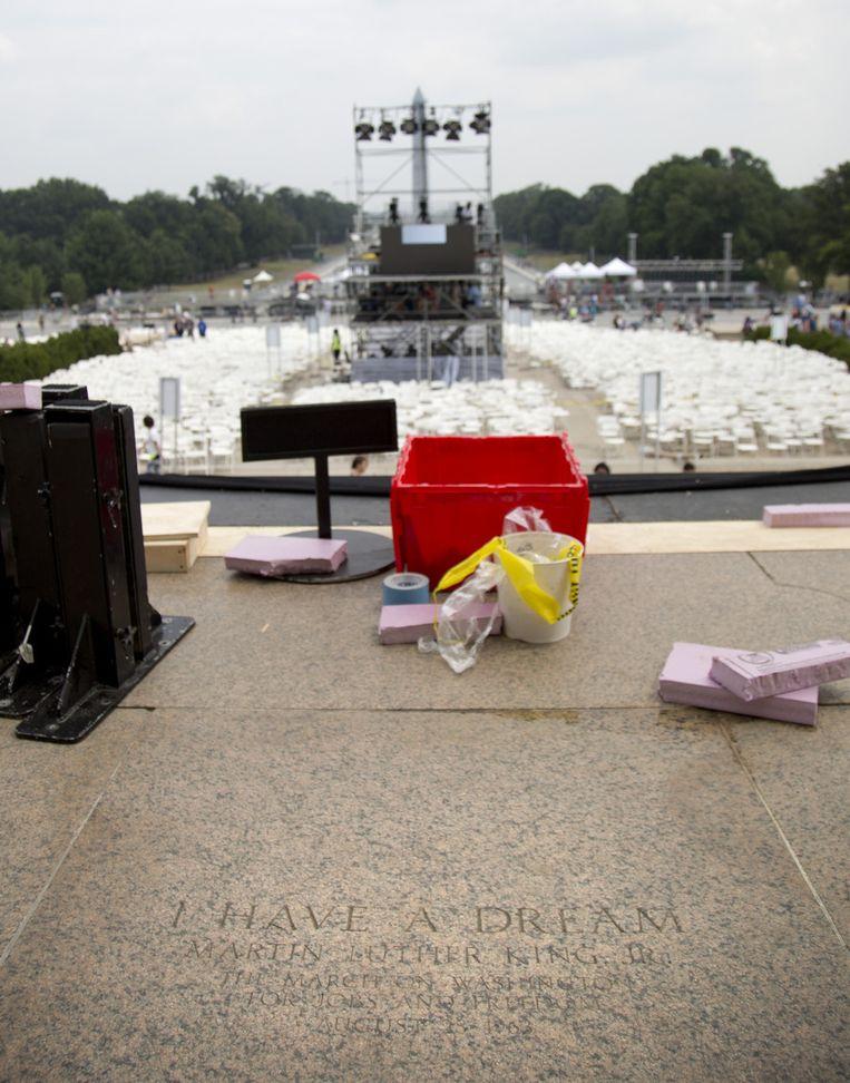 Bij de plek waar Martin Luther King zijn toespraak hield, worden de voorbereidingen voor de herdenking getroffen. Beeld ap