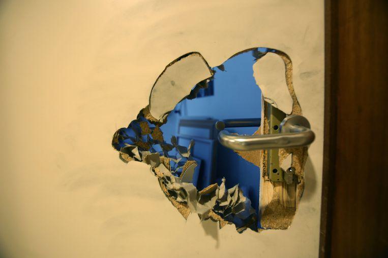 De sloten van de deuren werden volledig vernield, en dat terwijl ze niet eens op slot waren.