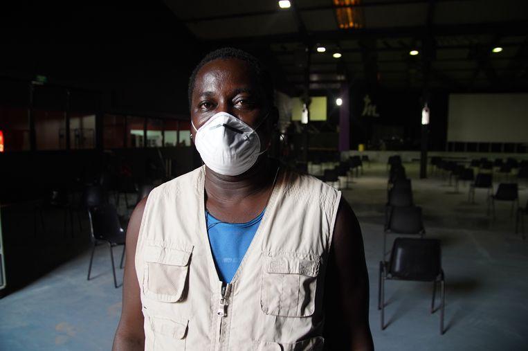 Sang Mendy (41) in de opvangkerk op Fuerteventura waar hij meehelpt. Hij kwam in 2008 aan uit Gambia en is inmiddels legaal. Beeld Alex Tieleman