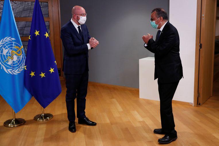 De initiatiefnemers van het internationale pandemieverdrag, EU-president Charles Michel (links) en WHO-topman Tedros Adhanom Ghebreyesus. Beeld REUTERS