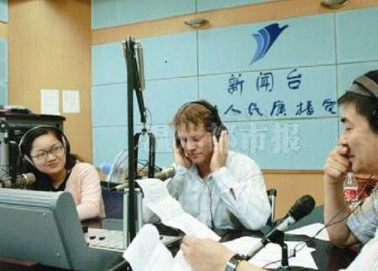 In een radiostudio in Wenzhou, rond 1997. Beeld