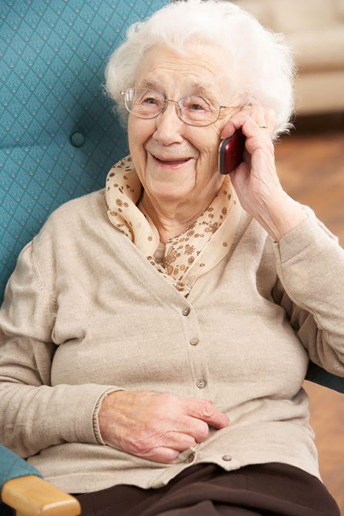 Corona kluistert zeker ouderen aan huis, mensen ontmoeten kan nu even niet, maar bellen wél.