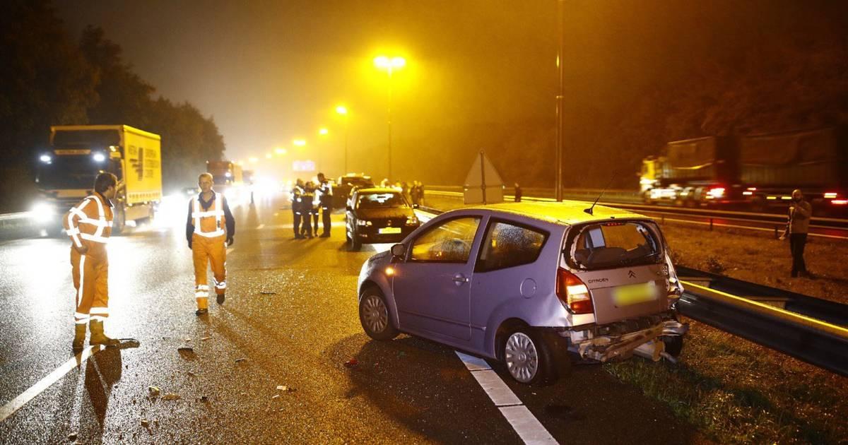 Verkeersinfarct rondom knooppunt Hattemerbroek door kettingbotsing op A50 en ongeluk op A28.