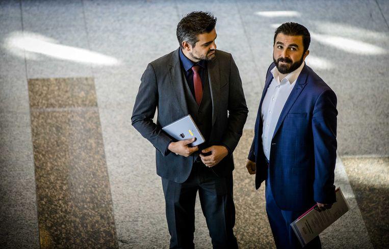 Tunahan Kuzu (Denk) en Selcuk Öztürk (Denk) tijdens het wekelijkse vragenuurtje in de Tweede Kamer.  Beeld ANP
