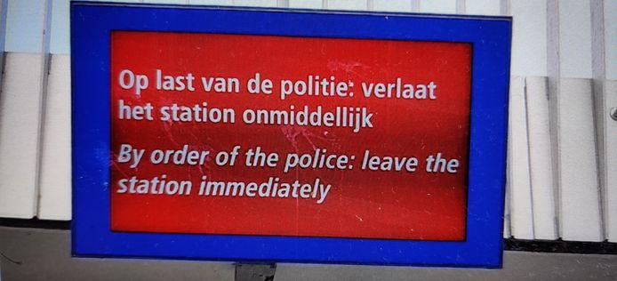 Een scherm op het station van Apeldoorn