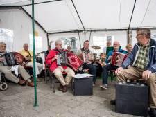 Harmonica's van 't Geet Net klinken in Markvelde
