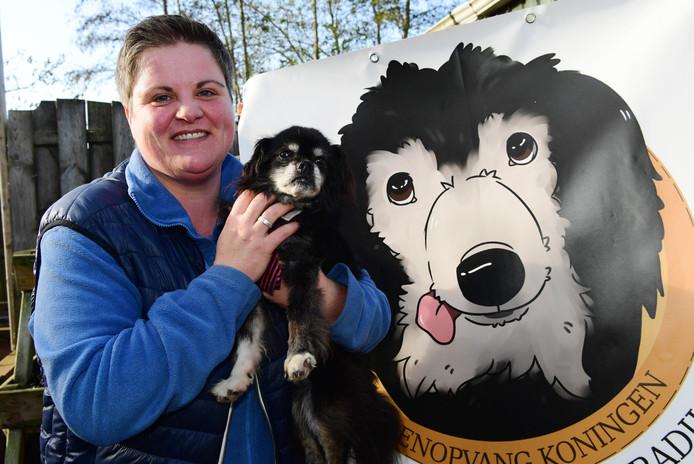 Astrid Koningen heeft een recordbedrag ontvangen van stichting dierenlot om oudere honden asiel te geven.
