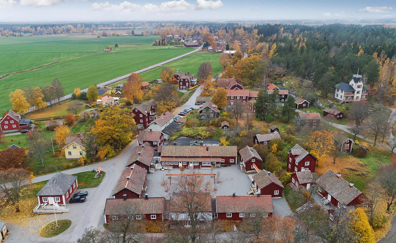 Het Zweedse dorp Sätra Brunn staat te koop.