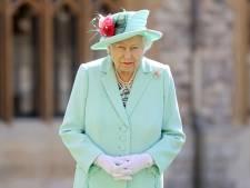 """""""Attristée"""" par les difficultés de Harry et Meghan, la reine Elizabeth II promet que les accusations de racisme seront """"prises très au sérieux"""""""