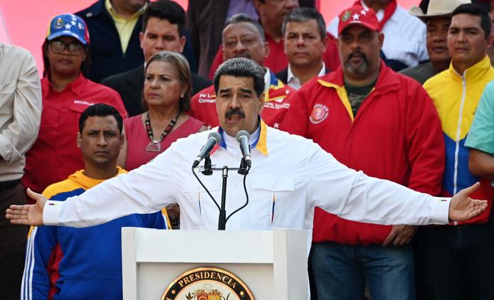 Terwijl zijn land in de hel leeft, komt Nicolas Maduro niets tekort.