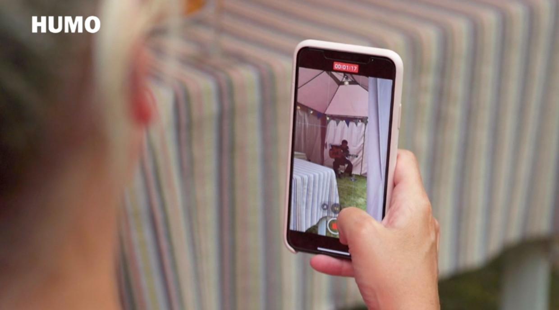 Meskerem Mees gaf een intiem tuinconcert aan onze miljoenste abonnee Beeld Humo