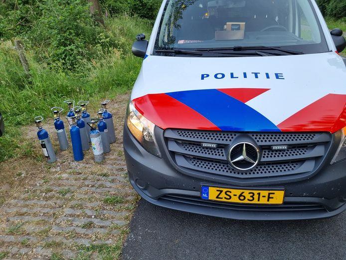 Foto ter illustratie. Dit zijn niet de in Winterswijk aangetroffen flessen lachgas.