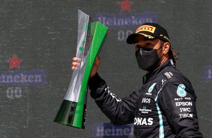Lewis Hamilton won zijn tweede race op drie dit seizoen.
