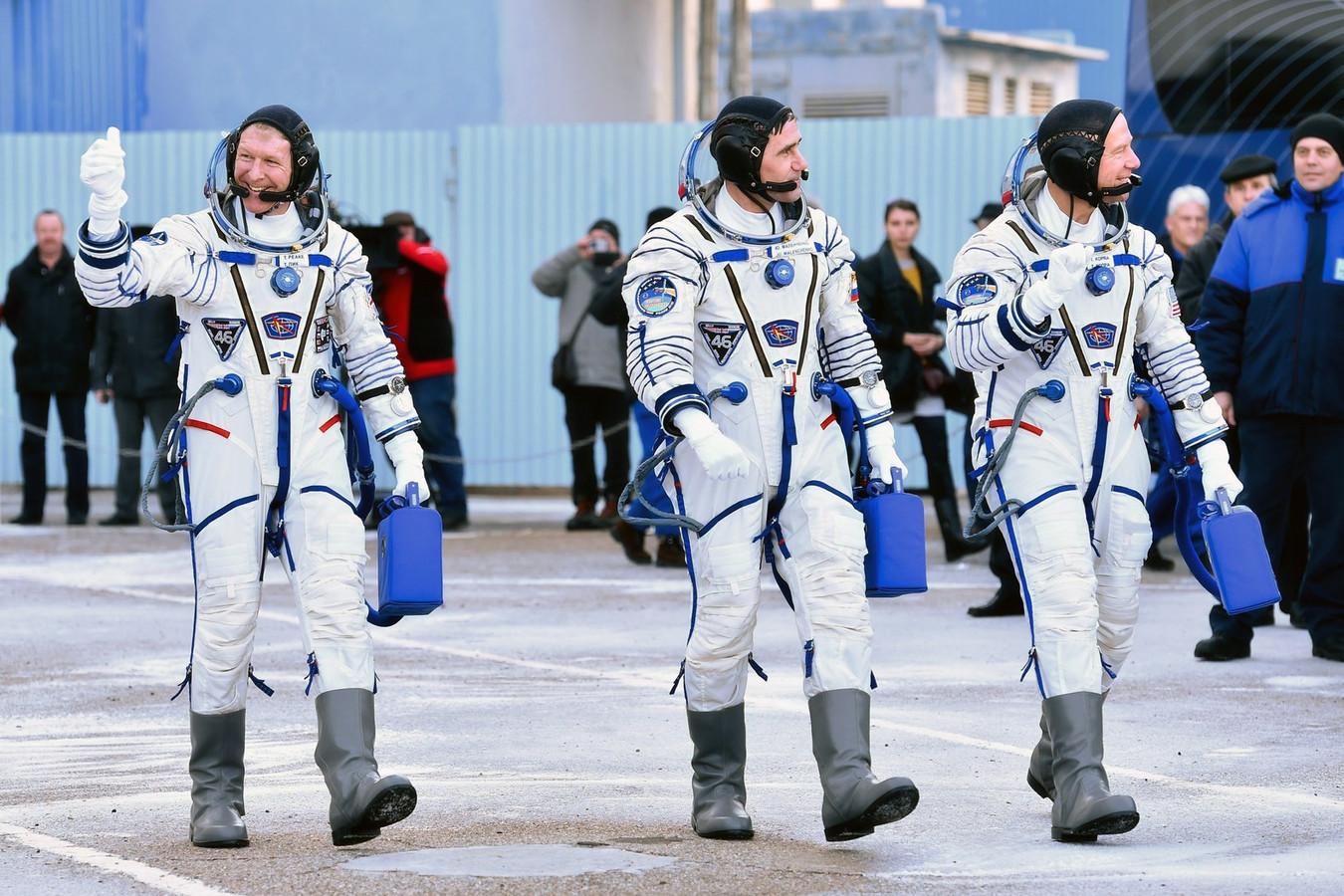 Tim Peake (links), Joeri Malentsjenko en Tim Kopra.