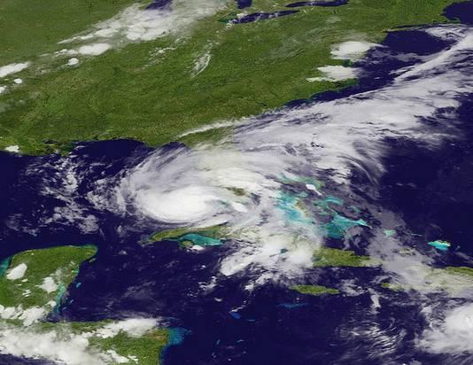 Op dit satellietbeeld is te zien hoe Isaac zich richting de kust van Florida begeeft.