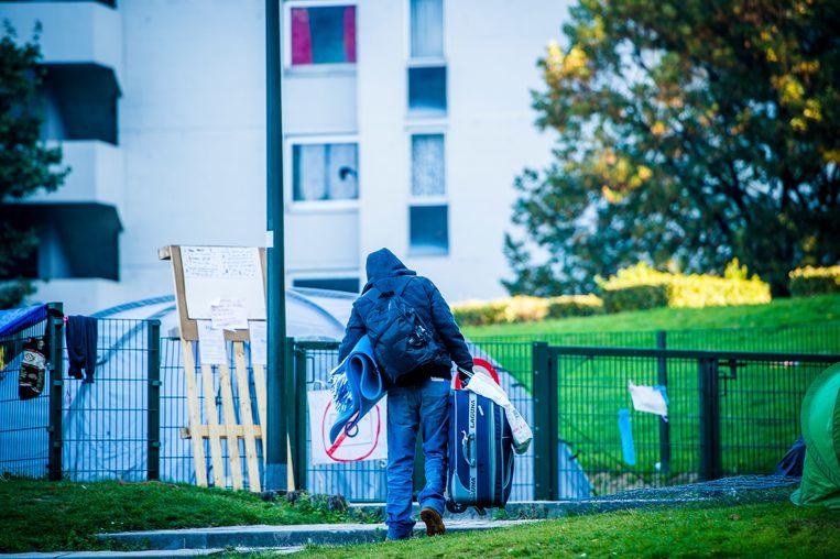 Een asielzoekers in het Brusselse Maximiliaanpark. Archieffoto. Beeld BELGA
