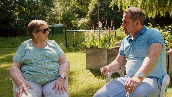 Martine vertelt aan Axel hoe ze blind werd.