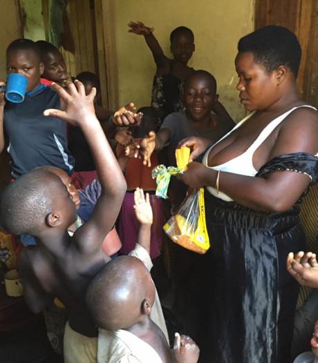 Na 44 zwangerschappen mag 'meest vruchtbare vrouw van Oeganda' geen kinderen meer krijgen