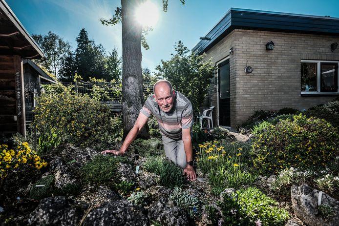 Theo Stronks in zijn rotstuin.
