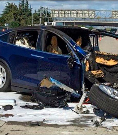 Tesla voorkomt slapen achter het stuur en andere bizarre stunts tijdens het rijden