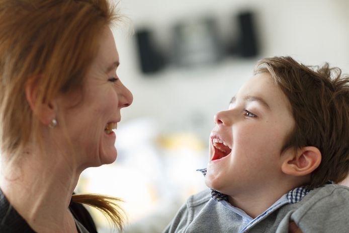 Jasper van Veen en zijn moeder Nadine.