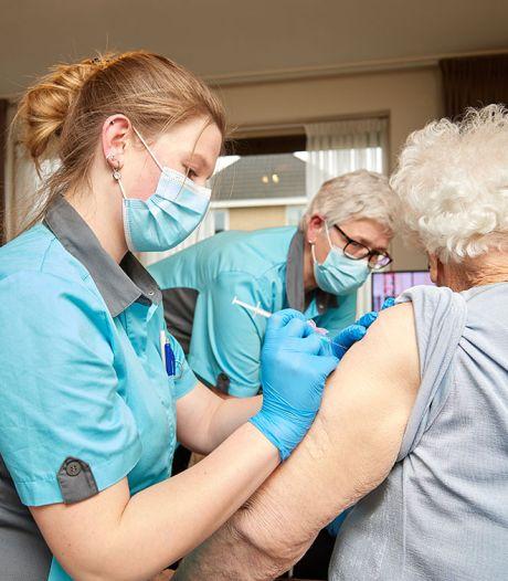 Weer veilig knuffelen in het (Zeeuwse) verpleeghuis? Dat moet per locatie worden bekeken