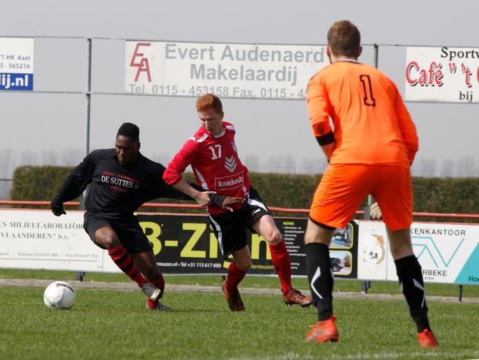 Oostburg (links) en RIA Westdorpe spelen komend seizoen realistisch gezien in dezelfde klasse. De Brabantse clubs hebben niet zo veel zin om in dezelfde vierde klasse uit te komen.