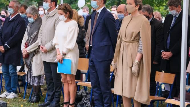 Koningin Mathilde en premier De Croo wonen herdenkingsplechtigheid voor 25ste verjaardag Witte Mars bij