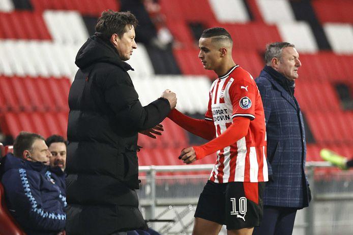 Roger Schmidt en Mohamed Ihattaren van PSV.