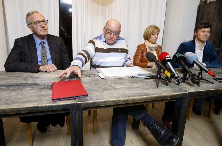 Vlnr: De nieuwe lijsttrekker Rudy Coddens, Gents burgemeester Daniël Termont, gemeenteraadslid Karin Temmerman en de nieuwe schepen Sven Taeldeman. Beeld BELGA