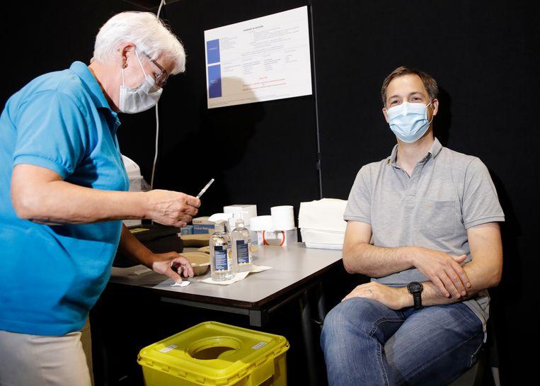 De premier riep iedereen nog eens op om zich te laten vaccineren. Beeld BELGA
