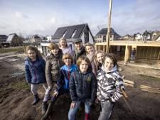 Corona, 7 kinderen thuis en toch een huis bouwen? Dit gezin uit Almelo durft het