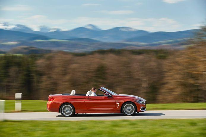 Populair: modellen zoals de Volkswagen Golf en de BMW 3-Serie en 4-Serie cabriolet (foto) worden veel gezocht op websites zoals Gaspedaal.nl en Autotrack.nl