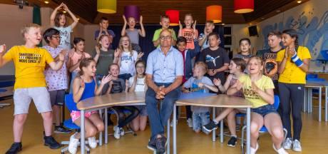 Bert Kops zat als leerling én leraar op dezelfde school, na vijftig jaar is het genoeg geweest