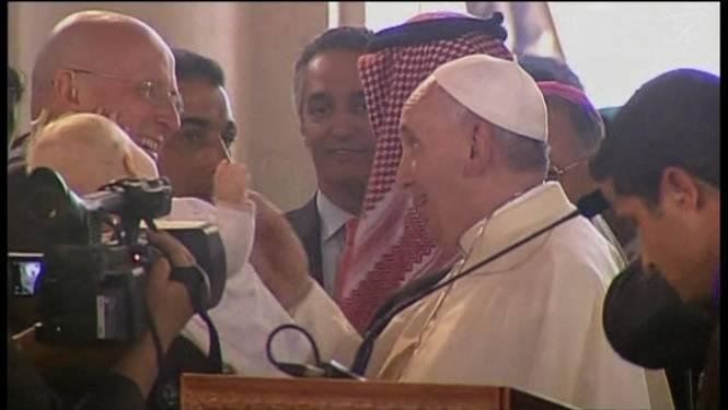 Paus ontmoet vluchtelingen