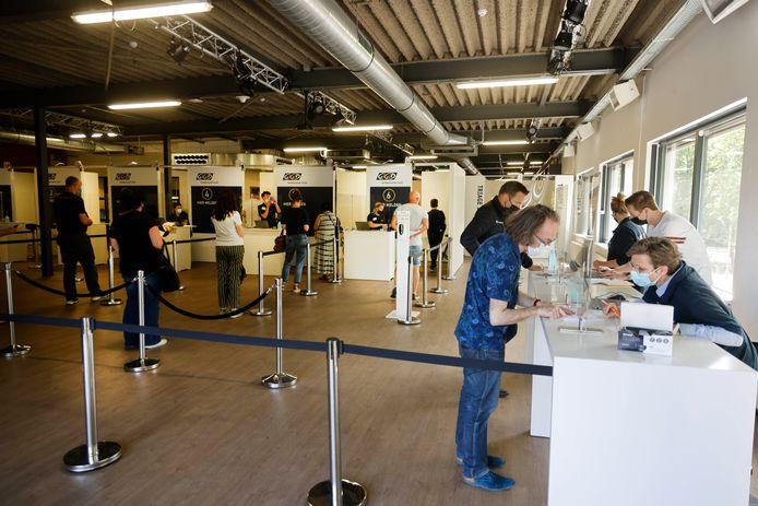 De vaccinatieprikpost bij het Goffertstadion in Nijmegen. Daar wordt vanaf vrijdag weer met Janssen geprikt.