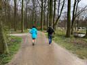 Nadine Lucas doet woensdagmiddag een coachsessie in het Haagse bos.