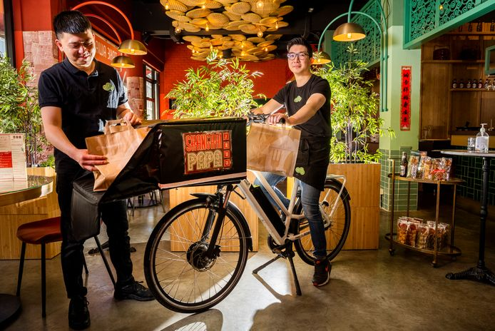 Restaurantmanagers van Shanghai Papa: Laisou en Ivan Wang. Foto: Frank de Roo
