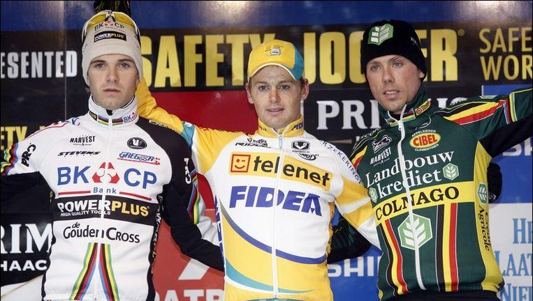 Kevin Pauwels hield Niels Albert (l) en Sven Nys (r) af in Zolder. Beeld UNKNOWN