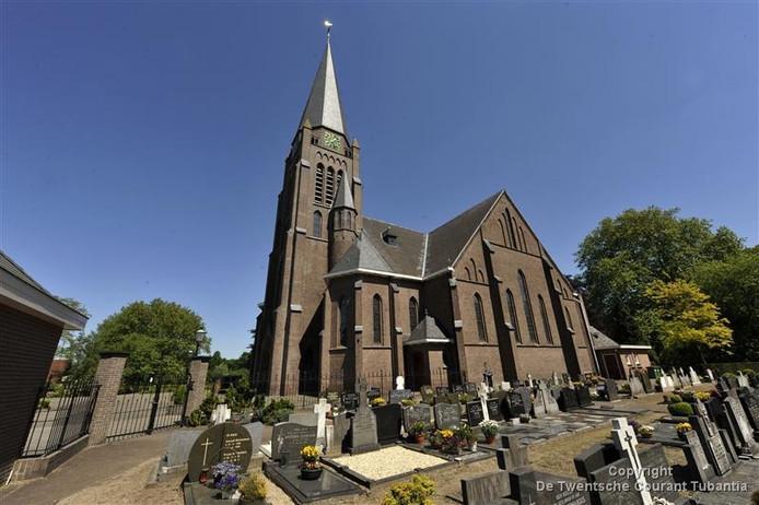 De verdwijning van het marmeren altaar uit de Plechelmuskerk heeft ertoe geleid dat het bestuur van de Plechelmusparochie de locatieraad heeft ontslagen.