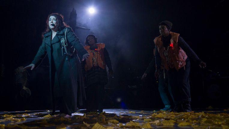 Kate Bush tijdens haar eerste optreden in 35 jaar in het Hammersmith Apollo theater in Londen. Beeld AP
