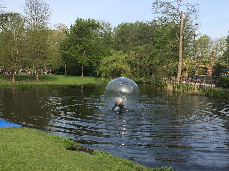 Voor drie euro kun je drie minuten op water 'lopen' Beeld Melle Bos