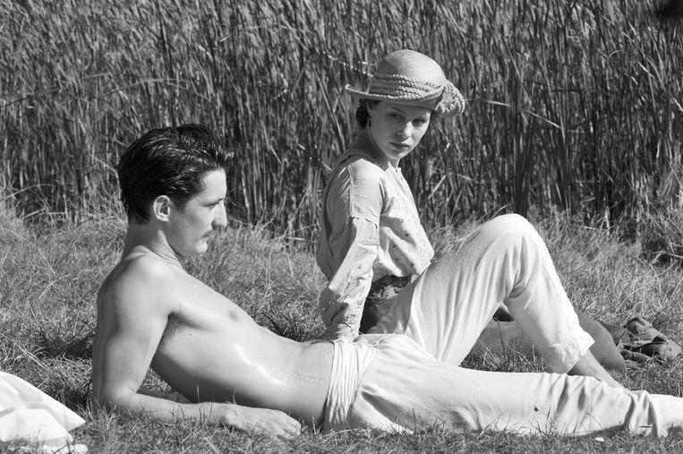 Pierre Niney en Paula Beer in Frantz. Beeld