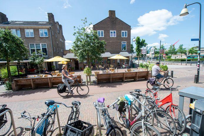 Er komen veranderingen om de Stationsstraat in Zutphen  aantrekkelijker te maken. Fietspad wordt tijdelijk verlegd zodat terrassen beter uitgezet kunnen worden.