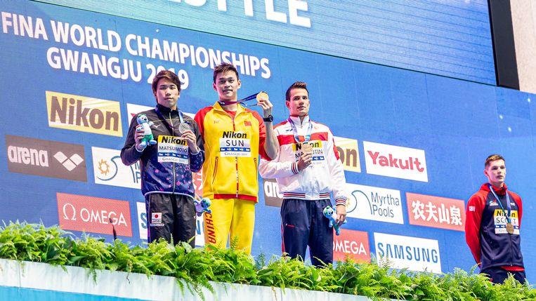 De Brit Duncan Scott, gedeeld winnaar van brons, staat ver weg van winnaar Sun Yang, in het geel.  Beeld null