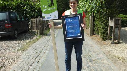 """Katrien Dossche overtuigt tientallen Latemnaars om zwerfvuil te ruimen: """"90% van de straten moet een zwerfvuilpeter- of meter hebben"""""""